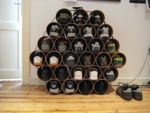 Drain pipe shoe rack